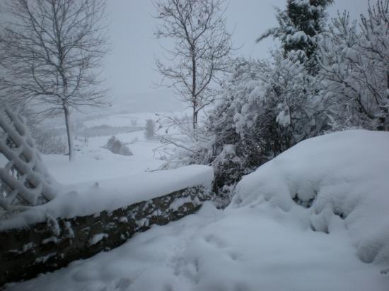 Maison de l'horreur sous la neige